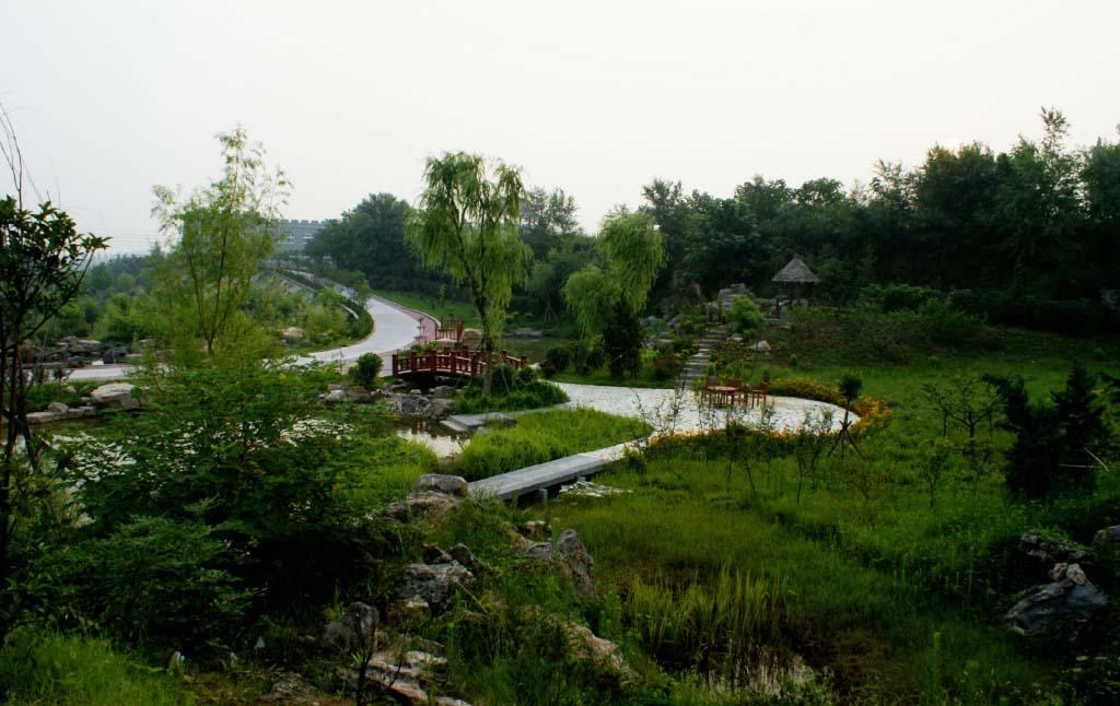 令人心旷神怡;地理位置优越,地貌环境独特,自然环境优美,尽显田园风光